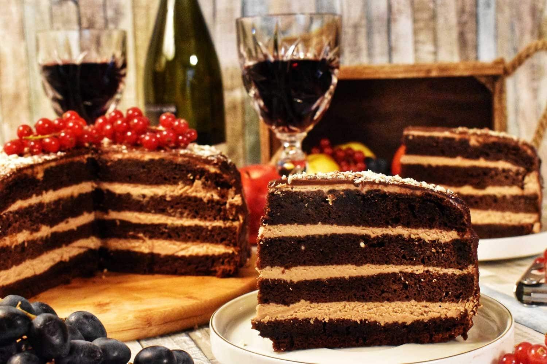 Pentru luna iubirii: Tort drăgăstos cu ciocolată și vin roșu (Guest post – Tradiții si delicii)